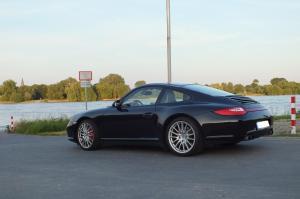 Porsche Uedesheim2 002